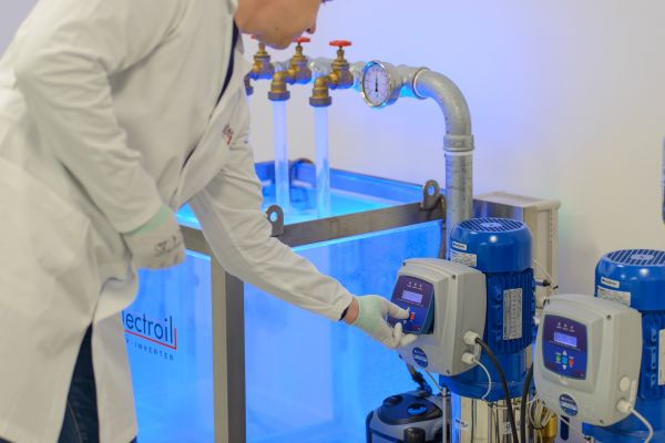 Electroil - Electroil Srl è un produttore italiano che opera nel settore dei sistemi elettrici ed elettronici per il settore industriale e del settore delle pompe acqua, per macchine elettriche lineari e rotative.